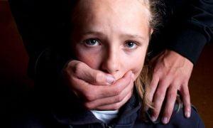12 Anzeichen dafür, dass einer deiner Eltern toxisch ist und wie du damit umgehen kannst