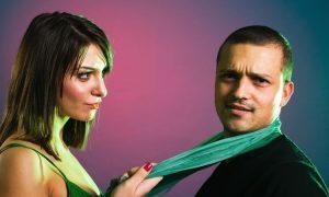 Die Körpersprache von kontrollierenden Personen: 26 Zeichen der Dominanz