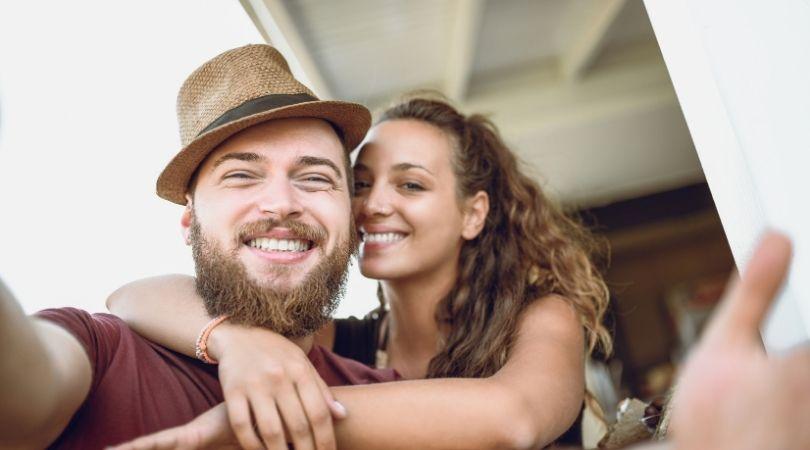 Intime Angewohnheiten von Paaren, die eng miteinander verbunden sind