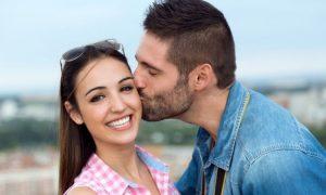 Wie Frauen sich verlieben: 10 kreative Wege, sie zum Verlieben zu bringen