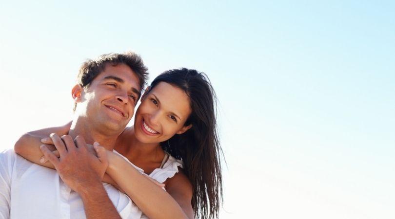 10 Anzeichen, dass zwischen dir und deinem Partner eine ernsthafte Chemie besteht