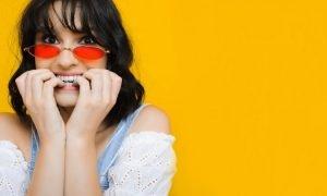 5 Dinge, die deine Gewohnheit an deinen Nägel zu kauen über dich verraten können