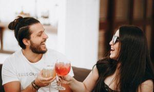 Forscher erklären, wie du deine Ehe im Bett stärken kannst (ohne Sex)