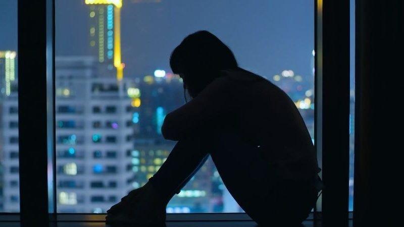 8 missbräuchliche Arten, wie ein narzisstischer Soziopath (oder Narkopath) dich einsperrt
