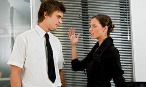 8 versteckte Verhaltensweisen eines Mobbers